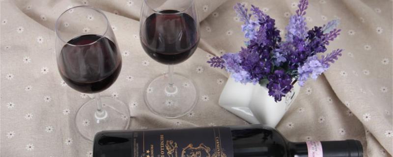 红酒杯怎么拿,喝红酒的正确步骤